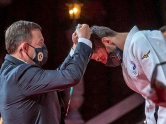 Куйвашев вручил золотую медаль дзюдоисту, выигравшему для России впервые за десять лет чемпионат мира