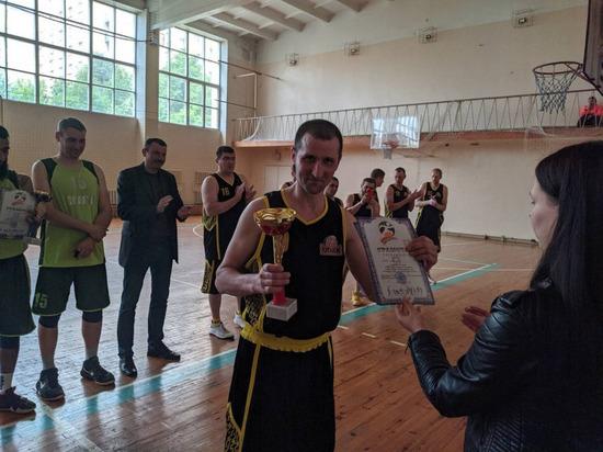 В Луганске провели открытый турнир по баскетболу