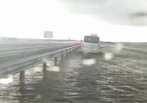 Из-за ливня затопило часть трассы «Таврида» возле Керчи