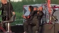 Видео пьяного концерта Глеба Самойлова: шатание и невнятные звуки