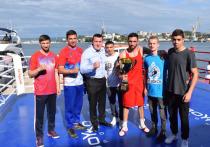 Денис Лебедев был гостем боксерского Кубка командующего ЧФ