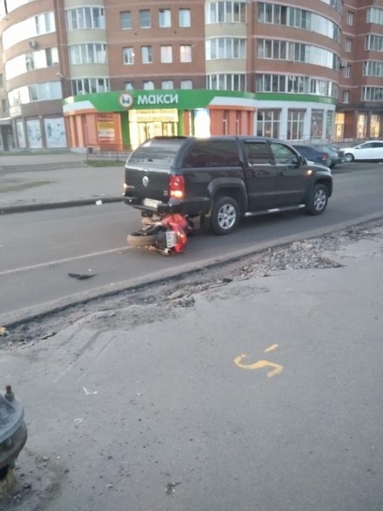 ДТП произошло на улице Гайдара недалеко от ее пересечения с Обводным каналом.