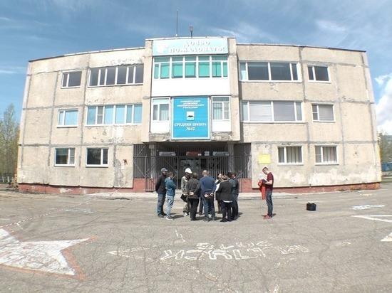 Партия власти взяла под крыло монтаж фасада школы Петропавловска