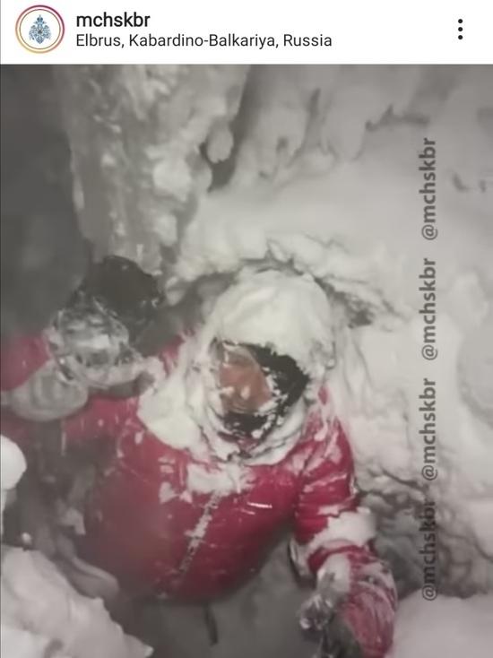 Провалившегося в расщелину альпиниста спасли на Эльбрусе