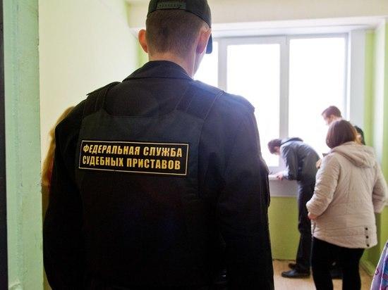 Более 640 жителей Астраханской области не выплачивают алименты