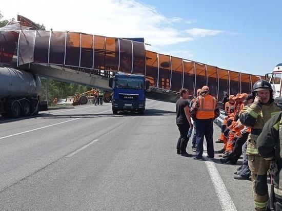 На трассе в Челябинской области обрушился пешеходный мост