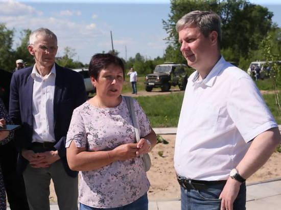 В составе свиты Дмитрия Морева помимо чиновников горадмина были руководители ресурсоснабжающих организаций и общественники.
