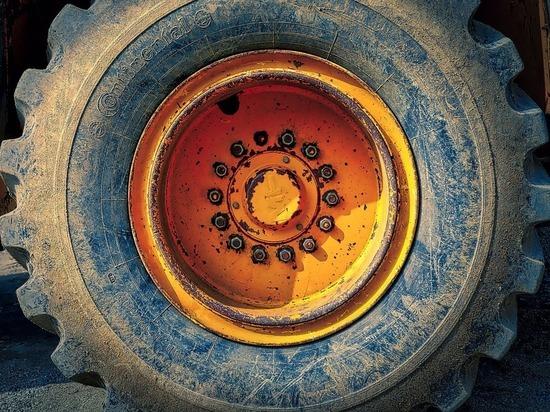 В Уфе 60-летний машинист бульдозера едва не погиб из-за взорвавшегося колеса