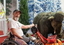 Известный паравелосипедист путешествует по Югре