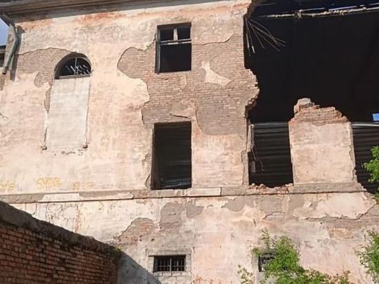 Погибшего в заброшенном спецприемнике подростка сделали подозреваемым в Приморье