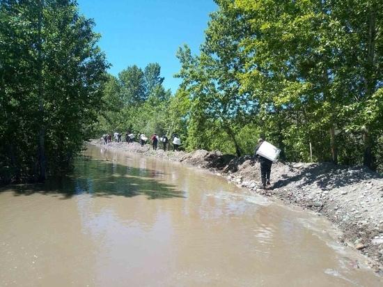 В микрорайоне Кожзавод города Кызыла дамба не выдержала напора реки