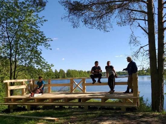 Открытая терраса с удивительным видом на Сийские озёра теперь служит смотровой и рекреационной площадкой для паломников и туристов.