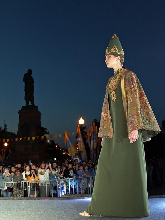 На уличный показ коллекций этномоды в Иркутске пригласили всех
