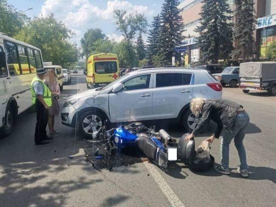 В Уфе автоледи сбила мотоциклиста