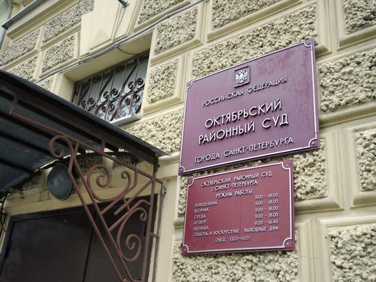 В Петербурге не смогли запретить ролик Dolce&Gabbana с поцелуем парней