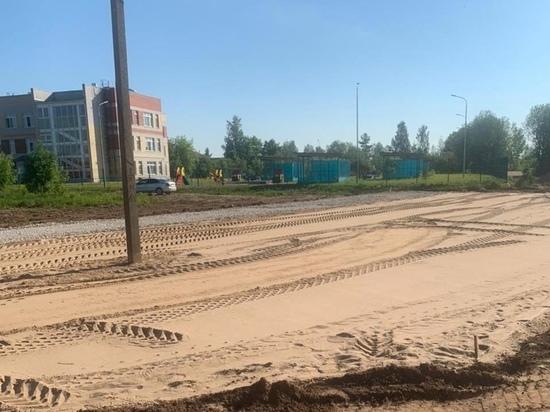 Ремонт парковки продолжается у детсада в Неелово-2