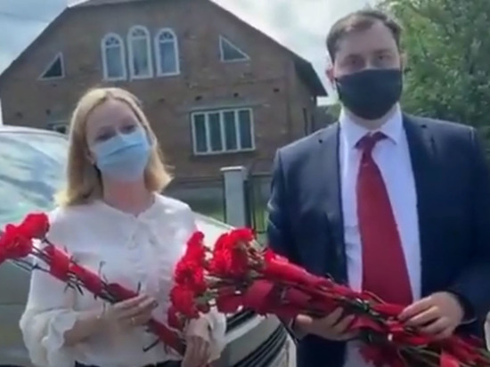 Сотрудники консульства хотели возложить цветы