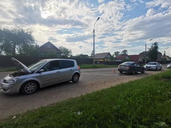 Пассажирка пострадала в Великих Луках при столкновении двух «легковушек»