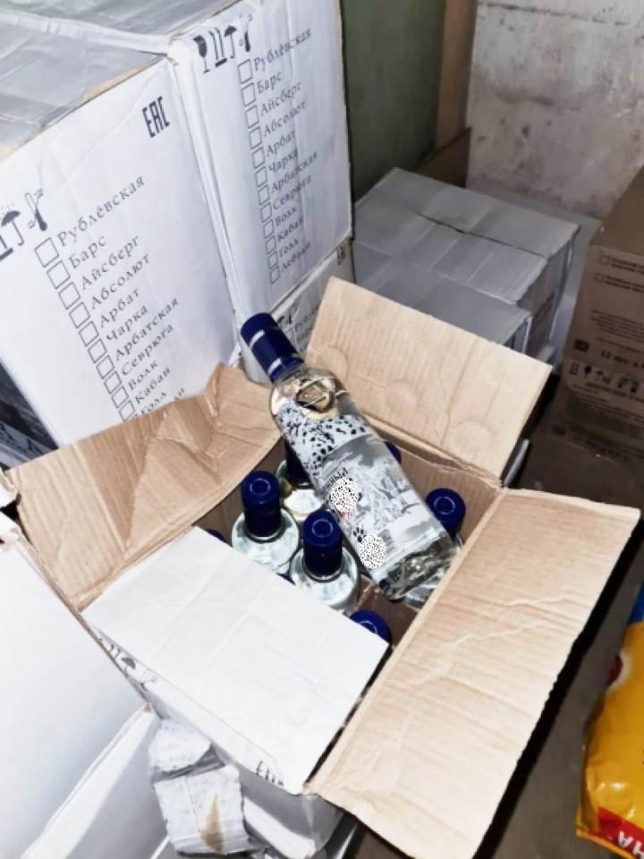 В Пскове полицейские изъяли около тысячи литров алкоголя без документов , фото-3