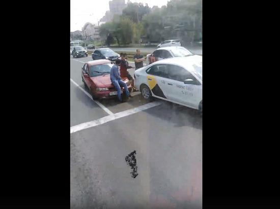 Движение на Искитимском мосту в Кемерове оказалось нарушено из-за аварии