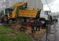 Власти Калуги показали дыру в трубе, оставившую без воды Правобережье
