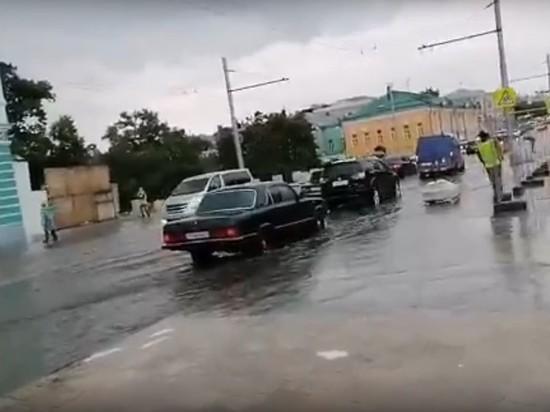 Из-за дождя в Рязани затопило новый мост на улице Ленина