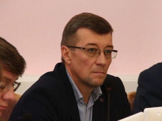 Депутат Горсовета вновь поднял вопрос о запрете на старые шины в благоустройстве