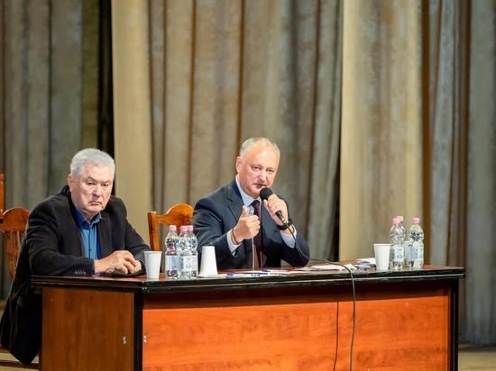 Председатель ПСРМ Игорь Додон, открывая встречу с журналистами, заверил, что народные избранники от ПКРМ с ПСРМ смогут решить проблемы, с которыми сталкиваются наши граждане