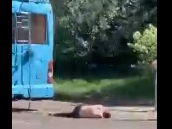Троллейбус остановили из-за неадекватного мужчины возле Октябрьского в Чите