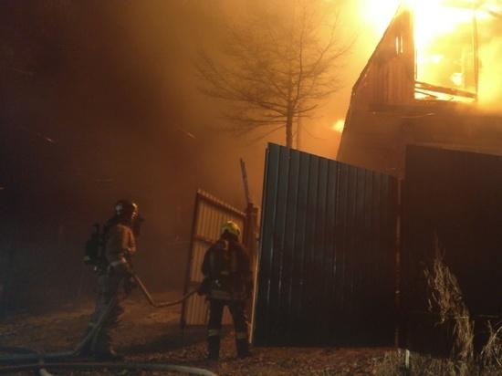 Три ночных пожара произошли в посёлке на Колыме с разницей в полчаса