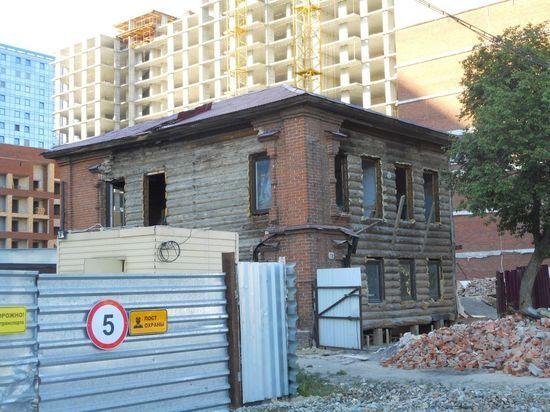 Горожане обеспокоены разрушением старинного дома в Барнауле