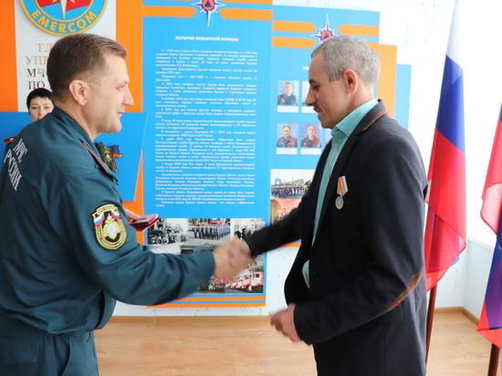 Главный курский спасатель наградил активистов