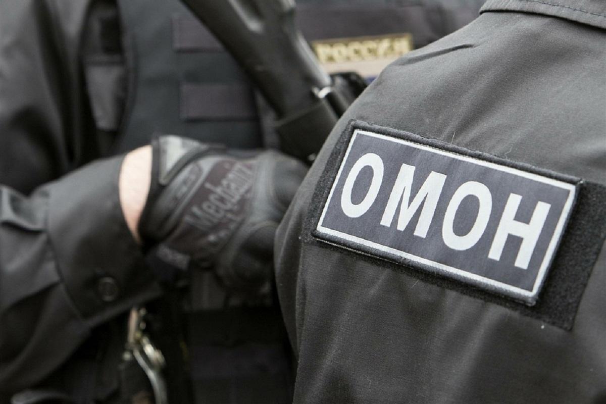 Костромичи гадают: чем вызван визит ОМОНа в офис сети универсамов «Высшая лига»