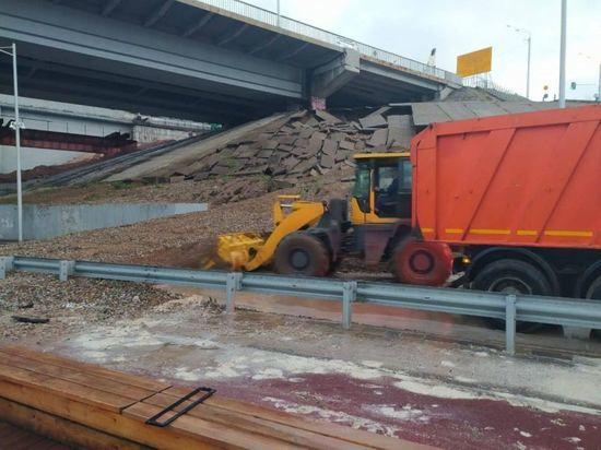 В Уфе устраняют последствия размытия грунта под мостом на Набережной