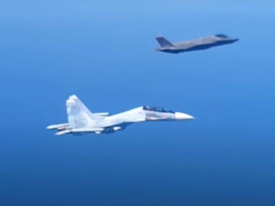 Опубликовано видео встречи истребителей России и НАТО