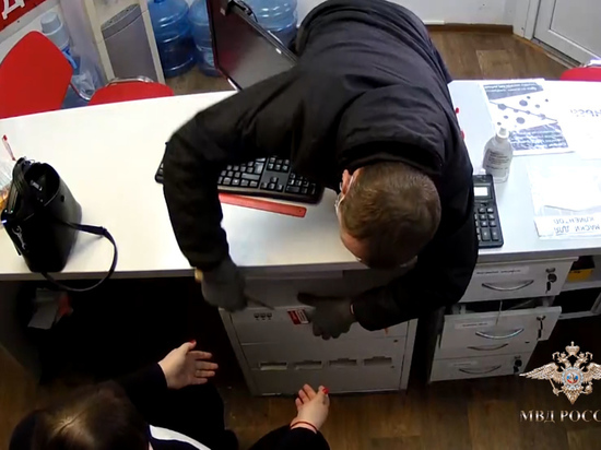 Барнаульские полицейские задержали грабителя офисов микрозаймов