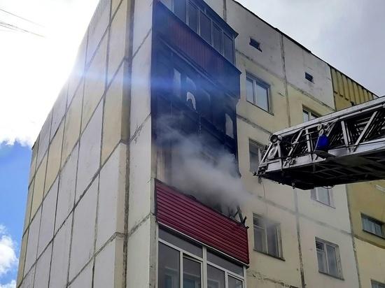 В Нефтеюганске пожарные спасли людей из горящего дома