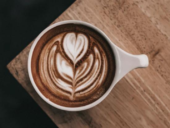 Диетолог объяснила, почему кофе лучше не пить на завтрак