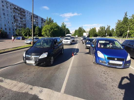 Водитель «Опеля» попал в больницу после ДТП в Пскове
