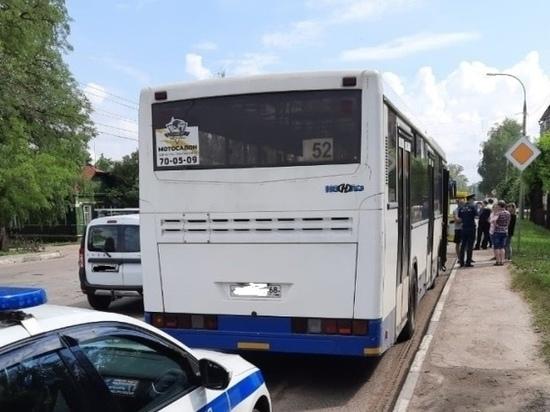 В Тамбове автобус врезался в несколько легковушек: пострадал человек