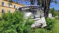 Шесть человек погибли в ДТП с автобусом на Урале: видео