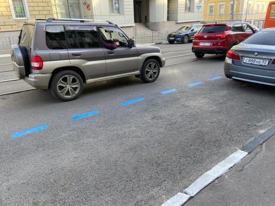 В Нижнем Новгороде на платных парковках наносят синюю разметку