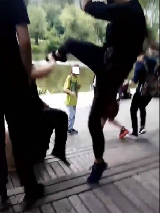Белгородская полиция организовала проверку после драки подростков в парке Победы