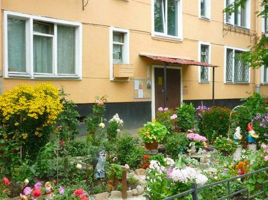 В Калининском районе Челябинска стартует конкурс на лучшую цветочную клумбу