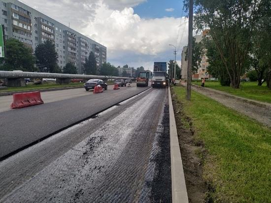 На улице Инженерной в Пскове начали укладывать асфальт