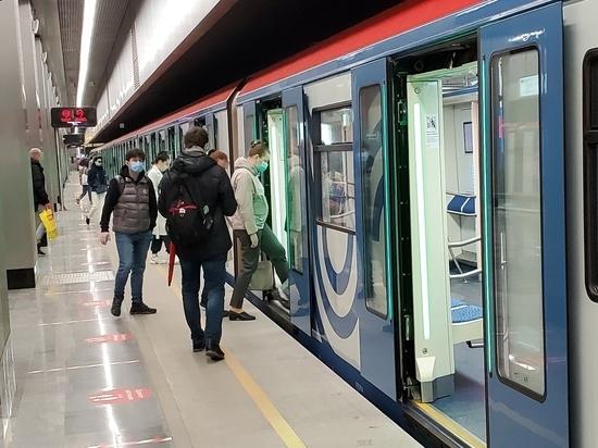 На Замоскворецкой линии метро встали поезда из-за ЧП с пассажиром