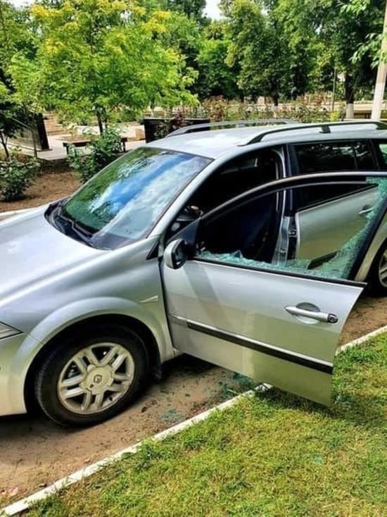 В Каушанах неизвестные разбили автомобиль активиста ПСРМ Олега Кучука