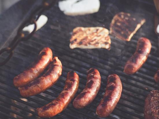 Южносахалинцев бесплатно накормят жареными колбасками