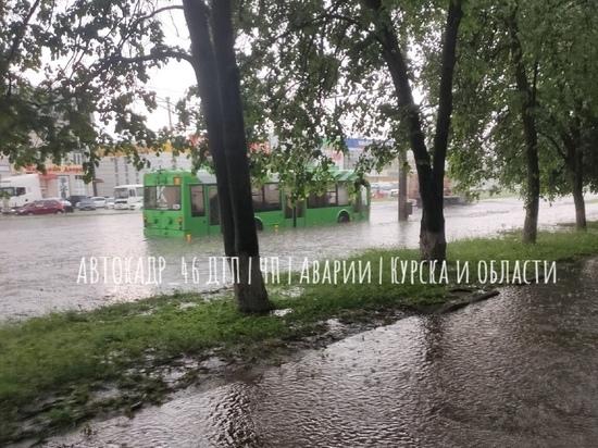 В Курске ливень парализовал движение на проспекте Кулакова
