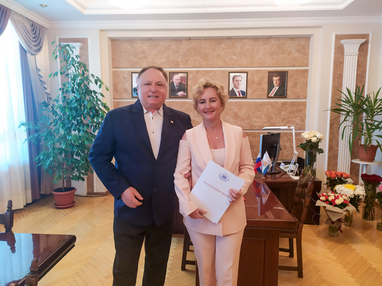 Олег Валенчук поздравил с юбилеем ректора ВГАТУ Елену Симбирских